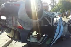 Αυτοκίνητο τούμπαρε στο κέντρο των Χανίων - Τραυματίστηκαν δυο παιδια