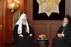 Κλιμακώνεται η αντιπαράθεση Οικουμενικού Πατριαρχείου - Μόσχας