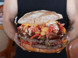 Φωτογραφία για Αυτό είναι το μεγαλύτερο burger του κόσμου [video]