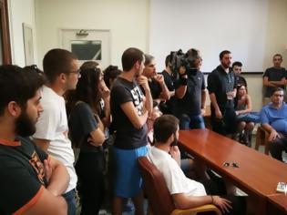 """Φωτογραφία για """"Άστεγοι"""" φοιτητές και εκπαιδευτικοί στα Χανιά ζητούν από τον Δήμαρχο να παρέμβει για να μην αδειάσει η πόλη από κατοίκους"""