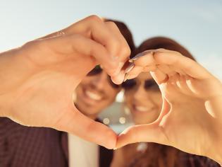 Φωτογραφία για Το μοναδικό πράγμα που κάνουν μία φορά την εβδομάδα τα ευτυχισμένα ζευγάρια - Το μυστικό της επιτυχίας