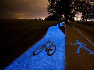 Φωτογραφία για Ξεχωριστός ποδηλατόδρομος στην Πολωνία που φωτίζεται με ηλιακή ενέργεια