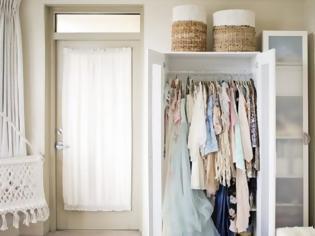 Φωτογραφία για 7 απλές λύσεις αποθήκευσης αν δεν έχετε ντουλάπα