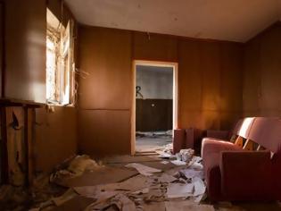 Φωτογραφία για Προσέλαβαν εργάτες να καθαρίσουν ένα σπίτι και ανακάλυψαν κρυμμένο «ροζ» θησαυρό