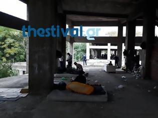 Φωτογραφία για Θεσσαλονίκη: Επιχείρηση της αστυνομίας σε κτίριο με μετανάστες [Βίντεο]