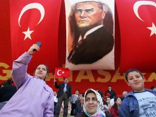 Φωτογραφία για Γιατί ξαφνικά χιλιάδες Τούρκοι σε όλη τη χώρα τρέχουν να αλλάξουν το επώνυμό τους μέχρι το τέλος του έτους