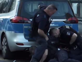 Φωτογραφία για Σάλος στη Γερμανία για αστυνομικούς με υπερβολική βια ενός άοπλου μαύρου άνδρα