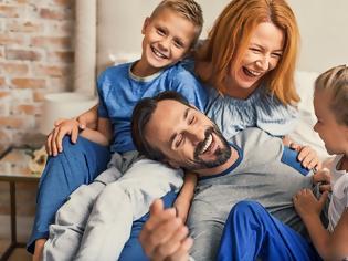 Φωτογραφία για Οι συνήθειες που έχουν όλες οι δεμένες οικογένειες