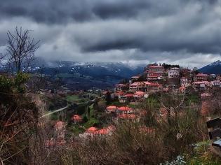 Φωτογραφία για Βλασία: Tο «άγνωστο» χωριό που είναι μέσα στην πέτρα και στα έλατα!