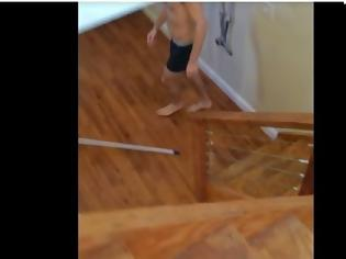 Φωτογραφία για Νόμιζε πως ήταν μόνος στο σπίτι... Δείτε τι έκανε αυτός ο φοιτητής και τον έπιασαν στα πράσα! [video]