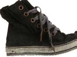 Φωτογραφία για Μπορείτε να μαντέψετε πόσο κοστίζουν αυτά τα παπούτσια; Δεν πάει το μυαλό σας!