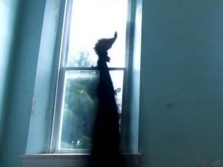 Φωτογραφία για Ζευγάρι σε στοιχειωμένο σπίτι πληρώνει £25.000 για νταντά