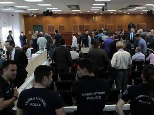 Φωτογραφία για Αυτολογοκρισία των νεοναζιστών βουλευτών στη δίκη: Κρύβουν τις Ερωτήσεις με ρατσιστικό περιεχόμενο!
