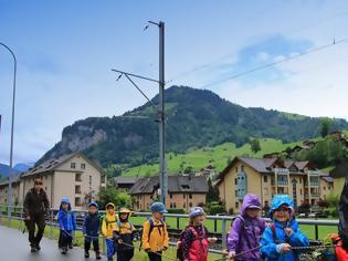 Φωτογραφία για Η Ελβετία απαγορεύει σε παιδεραστές να εργάζονται σε θέσεις που θα έχουν επαφή με παιδιά