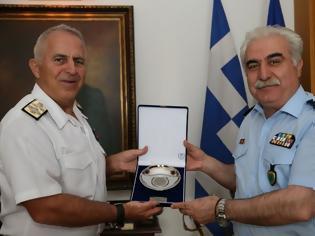 Φωτογραφία για Συνάντηση Αρχηγού ΓΕΕΘΑ με τον Αρχηγό της Ελληνικής Αστυνομίας