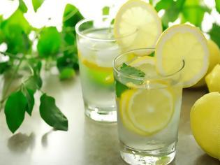Φωτογραφία για Ζεστό νερό με λεμόνι! 4 λόγοι που πρέπει να γίνει η καθημερινή σου συνήθεια...