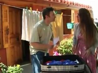 Φωτογραφία για Βίντεο με τον Κίτσο και την Τασούλα να φεύγουν για το Euro