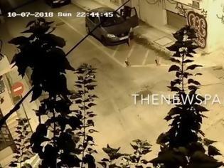 Φωτογραφία για Δημοσιογράφος στον Βόλο ξυλοκοπείται στη μέση του δρόμου και οι περαστικοί… παρακολουθούν (video)