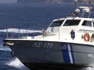 Φωτογραφία για Αλλοδαπός έκλεψε σκάφος από το Μεσολόγγι και παραλίγο να πνιγεί ανοιχτά της Κεφαλλονιάς – Μεγάλη επιχείρηση του Λιμενικού