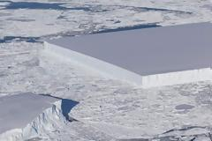 Τέλειο γεωμετρικό παγόβουνο φωτογράφισε η ΝΑSA στην Ανταρκτική (φωτογραφία)