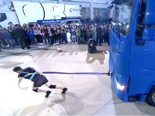 Φωτογραφία για ΕΝΤΥΠΩΣΙΑΚΟ: Ο ΝΙΚΟΣ ΠΟΛΙΤΗΣ απο την Λευκάδα, σέρνει φορτηγό 7 τόνων, στην εκπομπή Ελλάδα ΕΧΕΙΣ Ταλέντο | ΒΙΝΤΕΟ