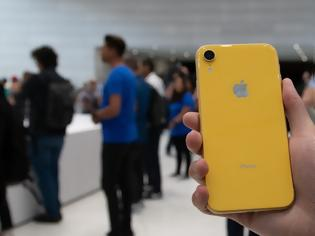 Φωτογραφία για Η Apple άρχισε να μειώνει την παραγωγή του iPhone XR