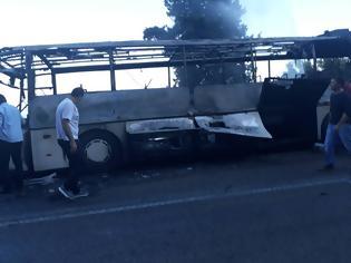 Φωτογραφία για Λεωφορείο του ΚΤΕΛ Λευκάδας ενώ εκτελούσε δρομολόγιο κάηκε ολοσχερώς | ΦΩΤΟ