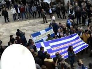 Φωτογραφία για Στις 3 τα ξημερώματα αφέθηκαν ελεύθερα τα στελέχη της ομογένειας της Β. Ηπείρου
