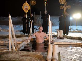 Φωτογραφία για Ο Πούτιν βούτηξε για τον Σταυρό στα Θεοφάνεια, σε παγωμένη λίμνη
