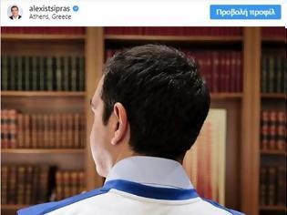 Φωτογραφία για Ο Τσίπρας φορά φανέλα Αντετοκούνμπο: «Καμία ανοχή στο ρατσισμό και το μίσος»
