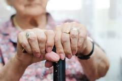 Καλαμάτα: Κακοποίησαν ηλικιωμένη για να αρπάξουν... 11 ευρώ