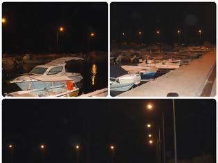 Φωτογραφία για Πάλι πρόβλημα με τα φώτα του λιμανιού του Μύτικα. 21.306,77 € έχουν πέσει στο λιμάνι του Μύτικα τέσσερα χρόνια, για επισκευή του φωτισμού του και ηλεκτρολογικά.