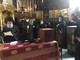 Φωτογραφία για 11355 - Φωτογραφίες και βίντεο από τη σημερινή εκλογή του νέου Ηγουμένου της Ιεράς Μονής Δοχειαρίου, Ιερομονάχου Αμφιλόχιου