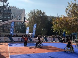 Φωτογραφία για Η Πλατεία Συντάγματος μεταμορφώθηκε σε γήπεδο μπάσκετ από τον ΟΠΑΠ για το «2ο Ηοpe Streetball» της ΟΣΕΚΑ