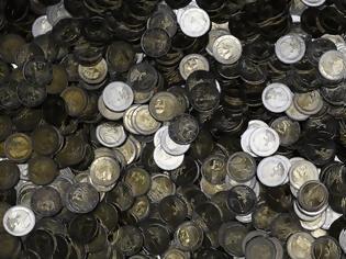 Φωτογραφία για Η απίστευτη ιστορία του Γερμανού που πλούτισε εισάγοντας ευρώ από την... Κίνα