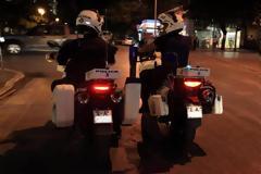 Αστυνομικοί της ZHTA κάνουν τα πάντα για να φτάσει ένα παιδί γρήγορα στο Νοσοκομείο