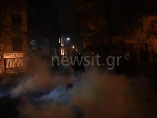 Φωτογραφία για 63 προσαγωγές και 13 συλλήψεις για τα επεισόδια στα Εξάρχεια – Τέσσερις τραυματίες
