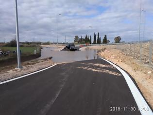 Φωτογραφία για Ο παράδρομος του αυτοκινητόδρομου Ακτίου -Αμβρακίας με τις πρώτες βροχές μετετράπη σε λίμνη!