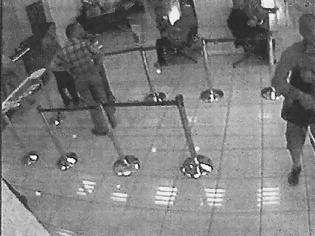 Φωτογραφία για Εβγαλαν τα κράνη, έχασαν τα πιστόλια, φόρεσαν χειροπέδες