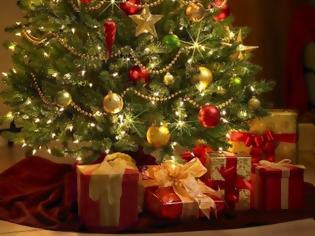 Φωτογραφία για Τον τρόπο να κρεμάσεις τα λαμπάκια στο χριστουγεννιάτικο δέντρο χωρίς να μπερδευτούν αποκαλύπτει ένας σχεδιαστής!