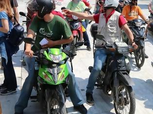 Φωτογραφία για Αλλάζει το εργασιακό καθεστώς για τους «ντελιβεράδες» – Υποχρέωση του εργοδότη το μηχανάκι και η βενζίνη