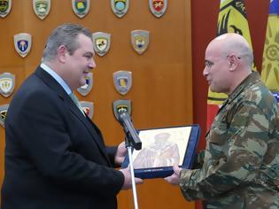 Φωτογραφία για ''Δώρο Μητροπολίτη στον Πάνο Καμμένο από το Στρατηγό Ζερβάκη''