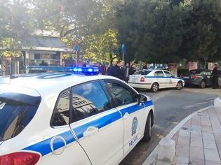 Φωτογραφία για Χειροπέδες σε 51χρονο φυγόποινο στο Αγρίνιο για θανατηφόρο τροχαίο στην Αθήνα