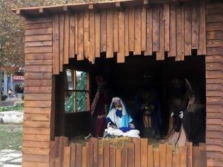Φωτογραφία για Περιπολικό φυλάει... τη φάτνη στη Λάρισα
