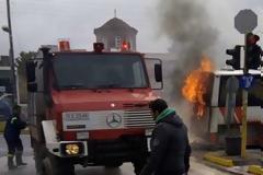 Στις φλόγες λεωφορείο του ΚΤΕΛ στη Μαραθώνος