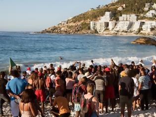 Φωτογραφία για Αδιανόητο: Το απαρτχάιντ... επιστρέφει στη Νότια Αφρική