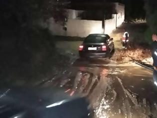 Φωτογραφία για Συναγερμός στην Κω: Ξεχείλισαν τα ποτάμια και αποκλείστηκαν δρόμοι! [βίντεο]