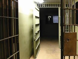 Φωτογραφία για Σωφρονιστικοί: Γιατί το υπ. Δικαιοσύνης δεν δημοσιεύει τους πίνακες για τους ξυλοδαρμούς και τους βιασμούς στις φυλακές;