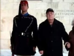 Φωτογραφία για Η αλήθεια για τη φωτογραφία με τον παππού και τη γιαγιά στον Άγνωστο Στρατιώτη