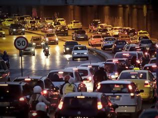 Φωτογραφία για Τα πάνω - κάτω στα διπλώματα οδήγησης - Στο τιμόνι οι 17αρηδες αλλά με προϋποθέσεις